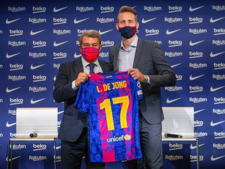 Luuk de Jong, presentado por el Barcelona e ilusionado por esta etapa. EFE