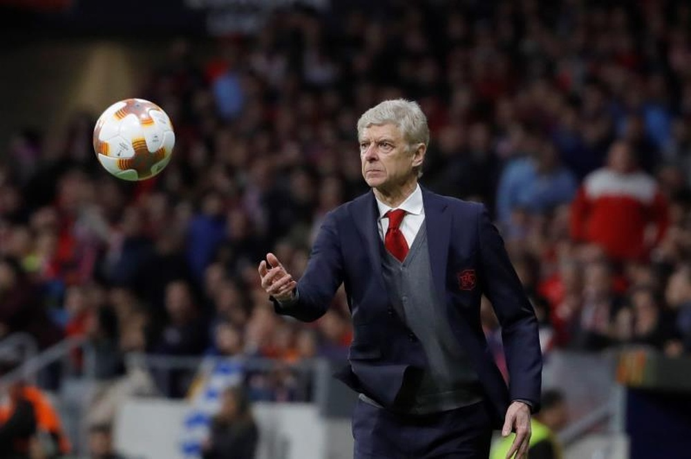 Wenger habló sobre el posible cambio en la normativa del fuera de juego. EFE