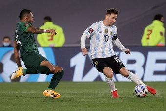 Argentina le endosó un contundente 3-0 a Bolivia. EFE