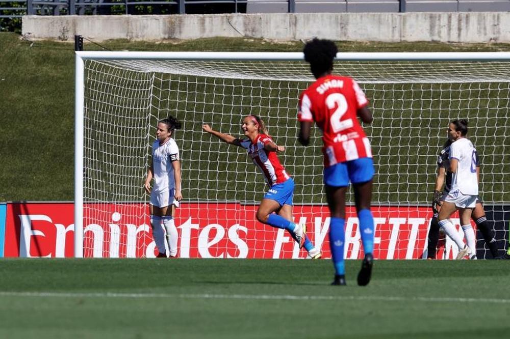 Deyna Castellanos hizo el primer gol del derbi ante el Real Madrid. EFE