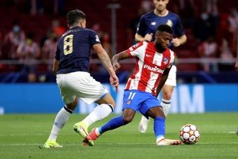 El Atlético ya mira los contratos de dos jugadores. EFE