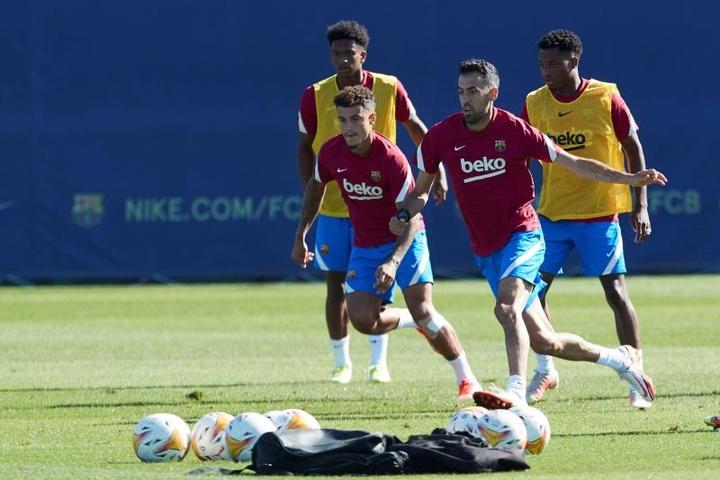 Coutinho pode ser titular na próxima segunda-feira, contra o Granada. EFE/Alejandro García