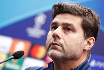 A disputa no gol do PSG vai dando o que falar. AFP