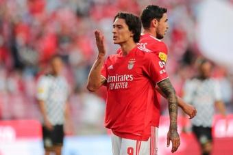 Darwin Núñez (i) del Benfica celebra tras marcar un gol. EFE
