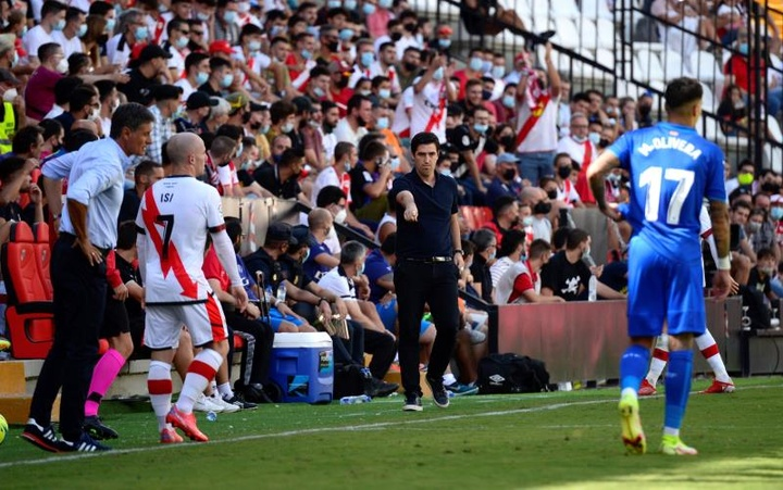 Andoni Iraola analizó la derrota del Rayo Vallecano en El Sadar. EFE