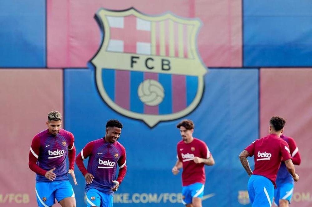 Eto'o está sofrendo com o Barcelona de Koeman. AFP