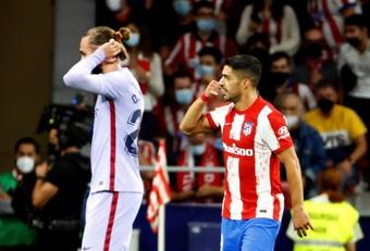Atlético de Madrid recebeu o Barcelona e ganhou por 2 a 0. EFE