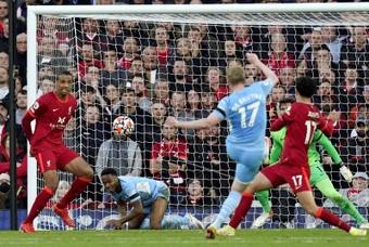 Salah anotó un golazo y dio una asistencia. AFP