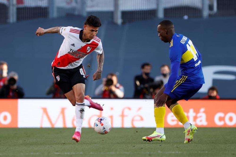 Julián Álvarez marcó un doblete en la victoria de River Plate ante Boca Juniors (2-1). EFE