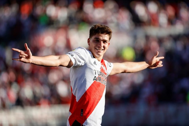 Milan prepara uma suculenta oferta por Julián Álvarez.EFE