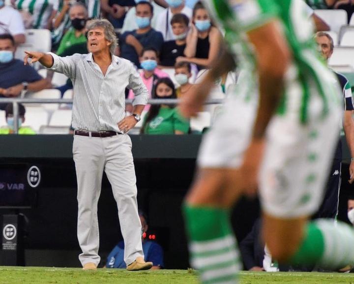 El Betis ya le habría hecho saber a Pellegrini que quiere blindarlo. EFE