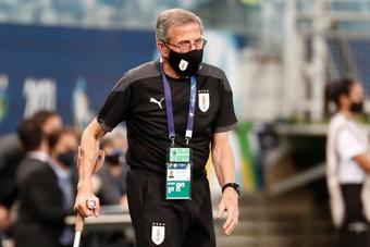 Tabárez se echó toda la culpa por la debacle en Brasil. EFE