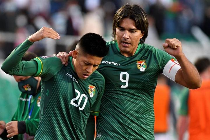 Farías espera la reacción de su equipo ante Perú. EFE