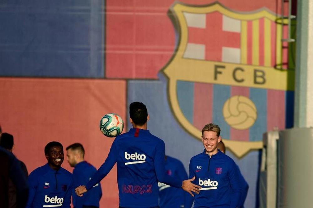 El Barcelona buscará reforzar la plantilla a coste cero. EFE