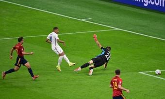 La UEFA estudiará cambiar la norma que validó el gol de Mbappé a España. EFE