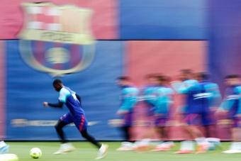 Dembélé volvió a entrenar con sus compañeros este lunes. EFE/Archivo