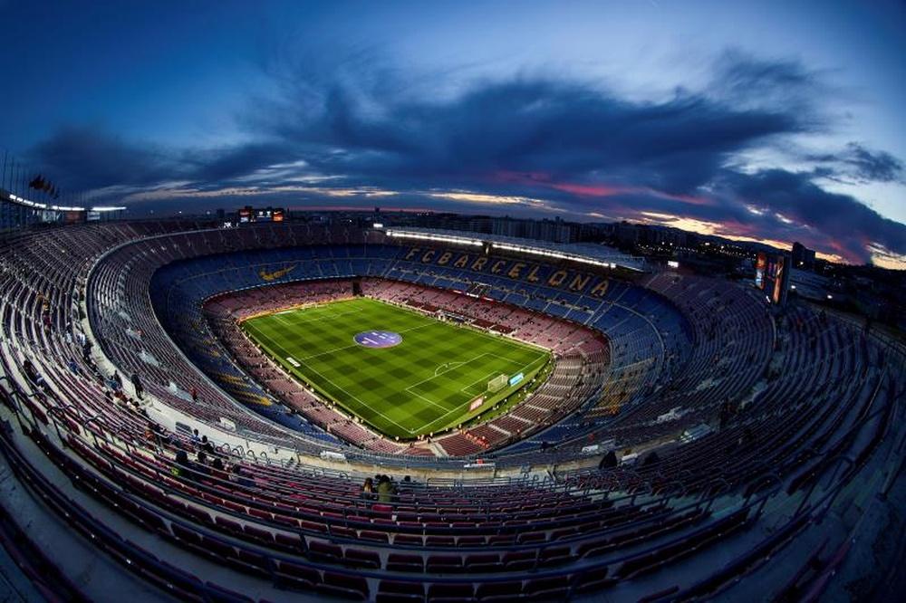 O Barcelona poderia seguir o exemplo do gramado retrátil do Bernabéu. AFP