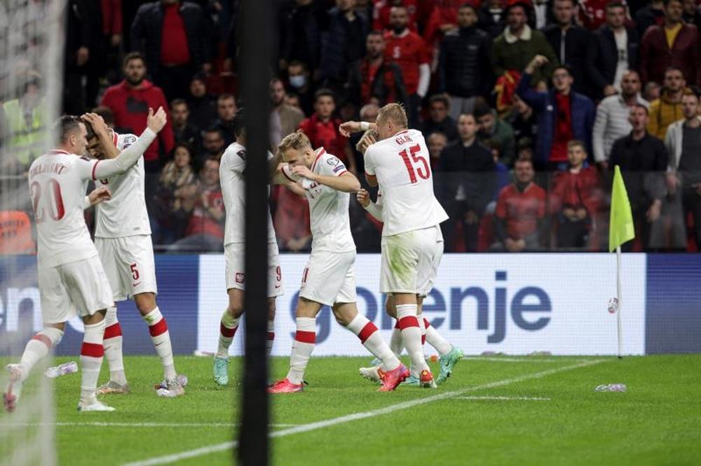 El Albania-Polonia fue suspendido temporalmente. EFE