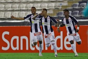 Alianza Lima toca el cielo en Trujillo y se corona campeón de Perú. Archivo/EFE