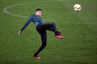 Ajax are negotiating Edson Alvarez's new contract. EFE