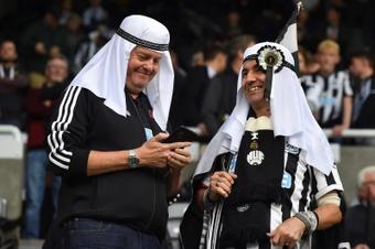 Newcastle demande à ses fans de cesser de porter le vêtement arabe traditionnel. EFE