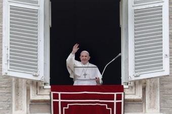 Papa Francisco agradece a Lionel Messi. AFP