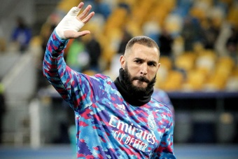 Karim Benzema is still recovering from a finger injury. EFE