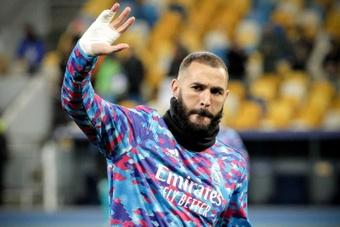 L'histoire derrière le bandage de Karim Benzema à la main droite. efe