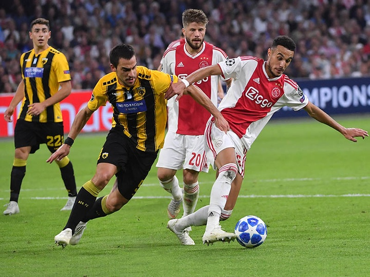 Mazraoui continue d'intéresser plusieurs clubs. AFP
