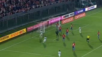 Alderete evitó un gol cantado de Argentina. Captura/Vamos