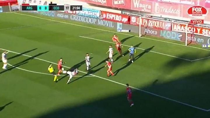 Alejandro Martínez marcó un bonito gol a Argentinos. Captura/FoxSports