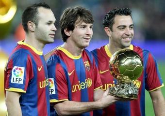 Iniesta voit Xavi sur le banc du Barça. XaviHernández