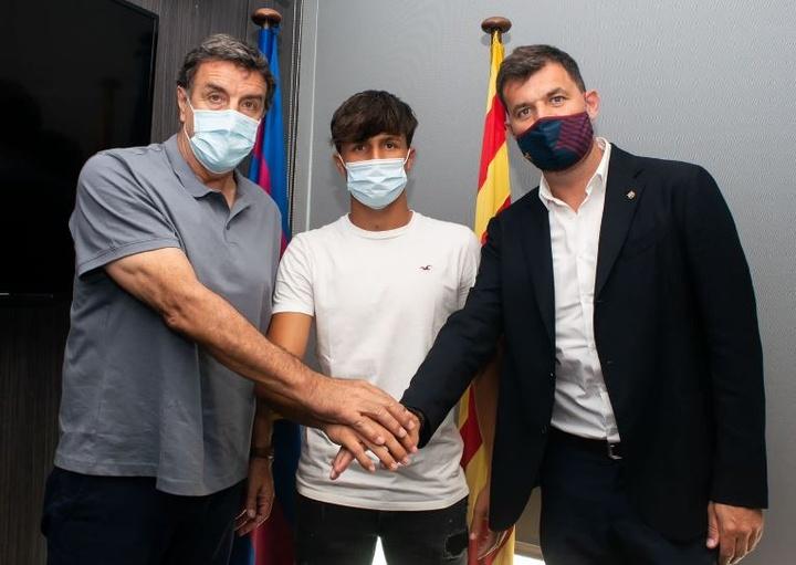 Antonio Gómez del Castillo es uno de las tres renovaciones en La Masia. Twitter/FCBmasia
