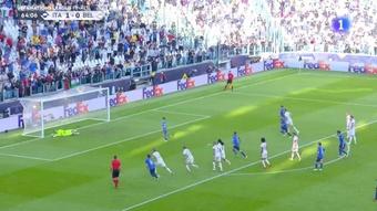 Chiesa provocó el penalti y Berardi hizo un 2-0 que casi evitó Courtois. Captura/RTVE1