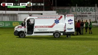 El colegiado agredido en Brasil podría ser operado por una lesión en la vértebra. Captura/FGFTv