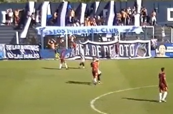 Pizarro le pegó un buen puñetazo a Sánchez. Captura/Ole