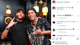 Pesadão: Neymar e Ronaldinho se encontram em Paris. Instagram/neymarjr
