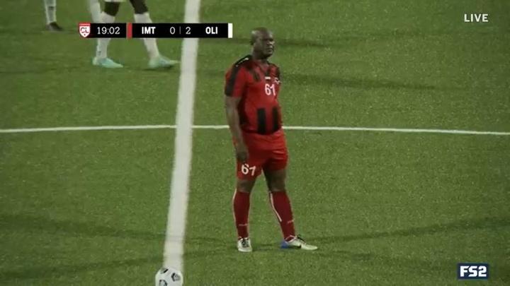 Le vice-président du Suriname titulaire à 60 ans lors d'un match de Ligue Concacaf. Captura/FS2