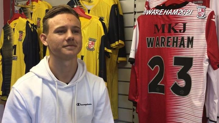 Jayden Wareham estaría cerca de fichar por el Chelsea. YouTube/WokingFC