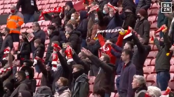 La afición volvió a Anfield más de un año después. Captura/DAZN