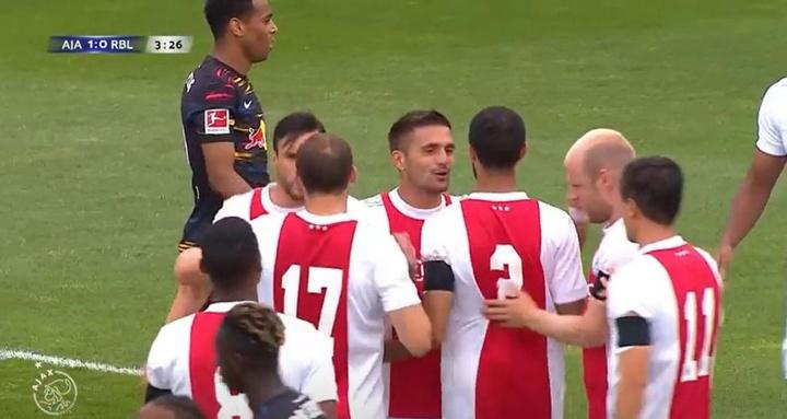 Tadic anotó el único tanto del Ajax a los tres minutos y medio. Captura/Ajax