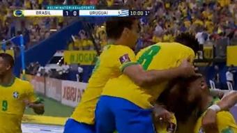 La conexión Fred-Neymar y Raphinha pusieron el 2-0 de Brasil antes del 20'. Captura/SportTv