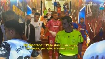 La explicación de Gil Manzano a Gayà por el penalti a Ansu Fati. Captura/Vamos
