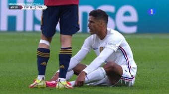 Varane se marchó lesionado del césped. Captura/RTVE1