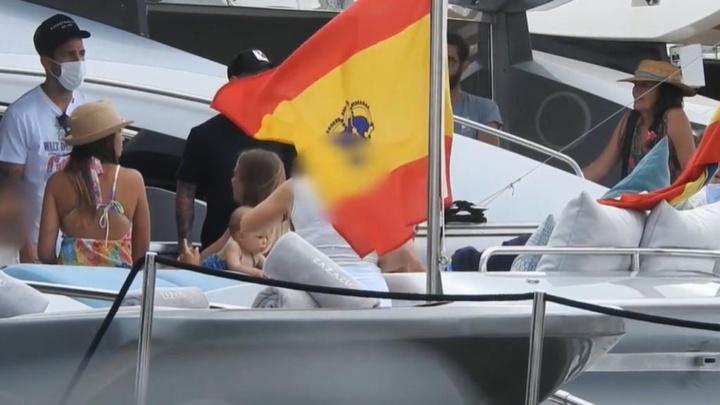 Messi, Suárez e Cesc curtem as férias em Ibiza. Captura/MundoDeportivo