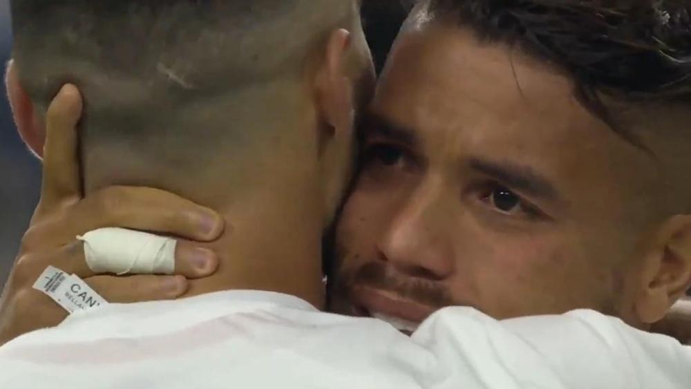 Dos Santos rompió a llorar tras caer en la final. Twitter/GoldCup