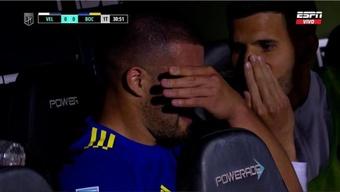 Weigandt tuvo que salir ante Vélez por una lesión en el hombro. Captura/ESPN