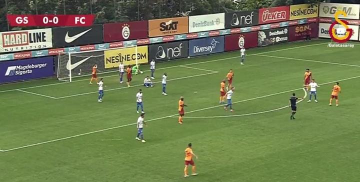 El gol de los turcos lo anotó De Nooijer en propia puerta. Twitter/GalatasaraySK