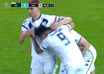 Vélez empató a tres con Independiente. Captura/TNTSports