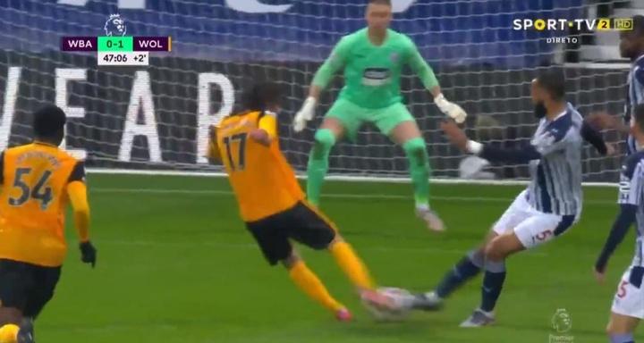 La suerte se alió con Fábio Silva para el 0-1. Captura/SportTV